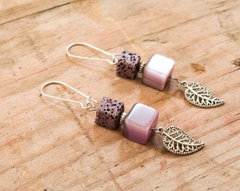 Feather earrings in silver, violet and charm square beads