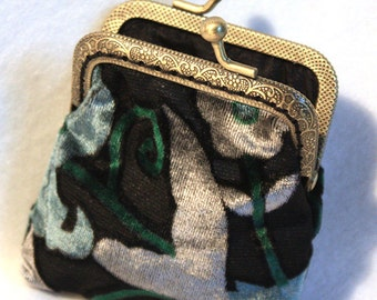 Coin purse velvet damask. Purse frame