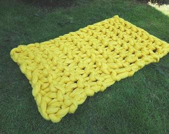 Handknitted chunky blanket
