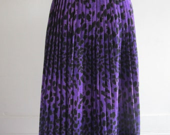 70s Vintage Handmade Purple Leopard Print Plated Skirt size S or M