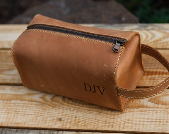 Leather Personalized Dopp Kit, leather, Mens Toiletry Bag, Mens Wash Bag, Mens Cosmetic Bag, men's travel case, Shaving Bag, Light brown