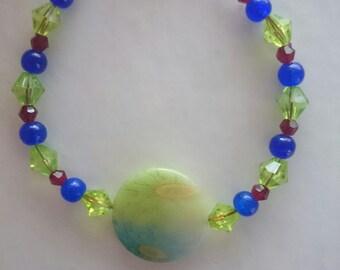 Plastic & glass bead floral bead bracelet