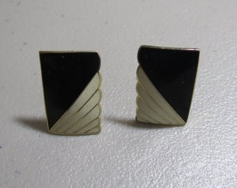 Vintage black and white goldtone clip on earrings