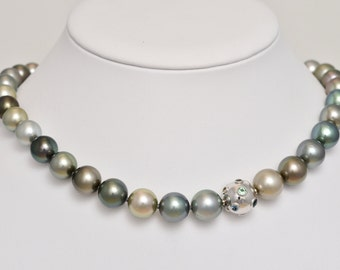 Tahiti cultured pearls necklace • removable cap with Beryls • gold • 18 K • multi colors of nature