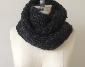 NEW Infinity Scarf / Chunky Ribbed Crochet Cowl / VUISVUIS DESIGNS