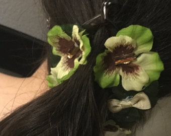 Hair ornament with fabric flowers pin