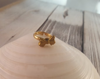 Simple Gold Bow Ring