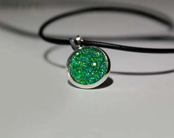 GLITTERING GREEN Resin Druzy Cabochon NECKLACE