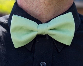 Bowtie aqua, BowTie chic for men, turquoise, pre-noue and adjustable
