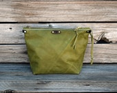 Olive Green Leather Zipper Pouch / Zippered Make Up Bag / Dopp Kitt / Leather Travel Accessory