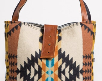 Ann Shoulder Bag in Wool and Leather