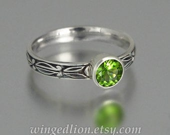 AUGUSTA sterling silver ring with Peridot