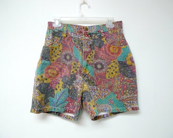 "Not Guilty . 80s 90s floral print . high waist . cotton shorts . size 13 / 14 . Waist 29"" . made in USA"