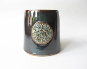 Utensil Holder with Celtic Knot Design