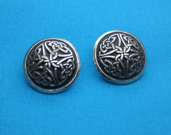 """Set of Two 7/8"""" Celtic Knotwork Button handmade in Silver Pewter, STK133"""