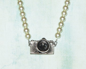Camera pendant pearl necklace