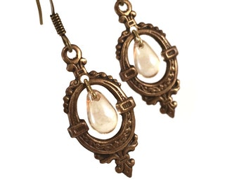 Vintage inspired dangle earring with champagne gold drops