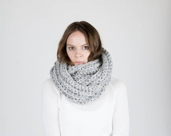 Chunky Infinity Scarf Shawl Hood Textured Cowl Scarf / THE KOBUK / Grey Marble