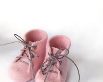 Girl shoes Pink baby crib booties Laced up woolen boots Pantone rose quartz blush pink powder felted shoes for children Gender reveal gift