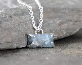 March Birthstone Necklace - Aquamarine Pendant – Raw Uncut Blue Aquamarine – Gemstone Jewellery Made in Canada – Sterling Silver