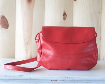 "Vintage 80s ""Contessa"" red leather purse //  shoulder bag"