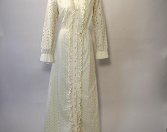 RONA 70's EYELET MAXI dress with ruffled detail Size Medium