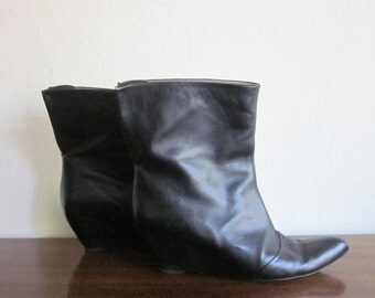 Martha Davis Black Leather winged wedge ankle boots sz. 39, 8 1/2