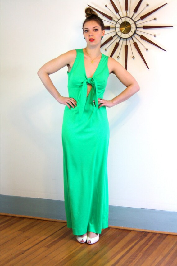 Vintage 1970s Maxi Dress/ Bright Kelly Green Maxi/ V-Neck Keyhole/ Bow Tie/ Sexy Open Back/ Sleeveless Empire Waist/ A-Line Cut Long 70s