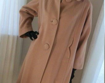 Vintage 1940s Classic Camel Cashmere Coat Size M/L Scallop Detail Large Buttons So Grace Kelly As Is