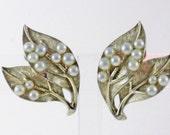 Vintage Crown Trifari Gold Tone Faux Pearl Leaf Clip Earrings  (E-2-5)