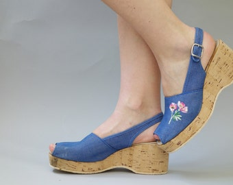 Blue denim wedges | cork espadrilles with floral embroidery | 1970's by cubevintage | size 40