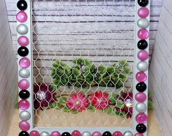 Glass Pebble Chicken Wire Frame, Earring Display, Photo Display