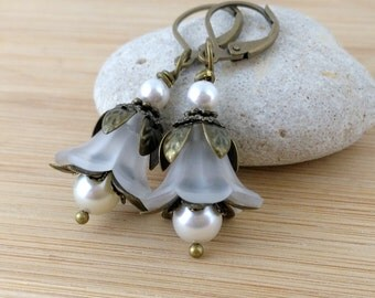 White Lucite Flower Earrings. Winter Jewelry. Frosted White Floral Earrings. Woodland Jewelry. Antique Brass Vintage Style Jewelry.