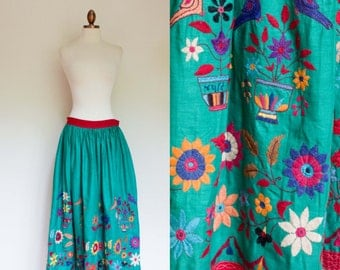 vintage 1950s embroidered Banjara skirt from India / vintage 50s full Indian skirt with floral and bird embroidery / M-L