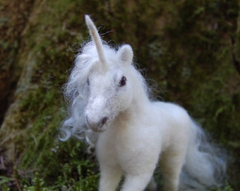 Needle Felted Unicorn, Wool Felt Unicorn, Unicorn Toy, White Unicorn Felted, Felted Sculpture, Unicorn Sculpture, Fantasy Animals Decor
