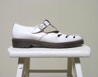 Vintage Mens Shoes / 1980s Doc Martens White Leather Fisherman Sandals / Size 9 UK 10-11 USA