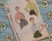 Vintage 1940s Sewing Pattern / Smart and Simple Fitted Blouse Shirt / Yoke and Bow Tie Collar / Size 14 - 32 Bust / Simplicity 3062