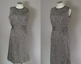 Vintage 1950s 1960s Black and White Wiggle Dress. 50s 60s Cotton Linen Wiggle Dress. Size Medium