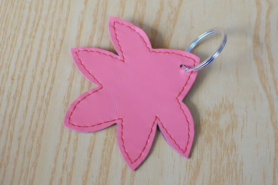 Leather keychain, leather keyring,leaf keychain,shapes keyring,leaves keychain,pink leaf keyring,pink keychain, flower shape