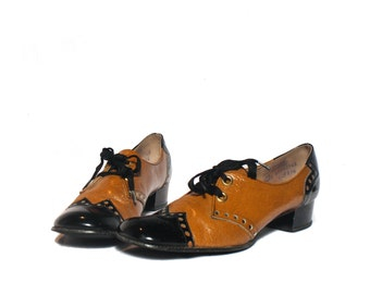 9 Narrow | Women's 1960's Vintage Black & Tan MOD Chunky Heel Brogue Oxford Shoes