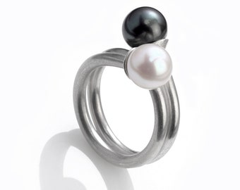 Ring pearl white & black