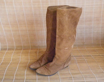 Vintage Lady's Tan Brown Suede Slouch Riding Boots Size: EUR 40  / US Woman 9
