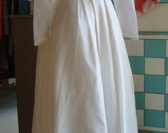 1960's VINTAGE WEDDING DRESS simple classic cut bridal gown ivory S