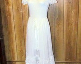 On Sale-Gorgeous  WHITE LACE RUFFLED Embroidered Lingerie Nightgown & Robe Set