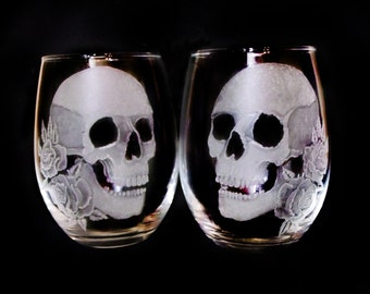 Custom wine glass ,Skull and rose Stemless wine glass set , spooky skull wine glasses , hand engraved glass set skull goblets