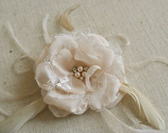 Champagne Bridal Hair Flower, Flower Feather Clip, Wedding Hairpiece, Bridal Accessories, Champagne Bridal Flower Fascinator, Lace, Feathers