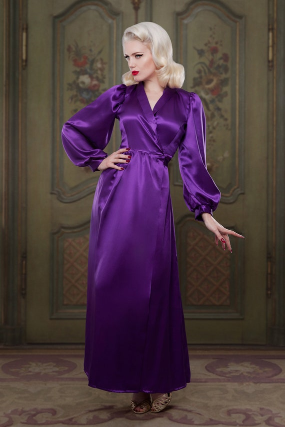 Vintage Inspired Nightgowns, Robes, Pajamas, Baby Dolls 100% Silk Full Length Robe/Dressing Gown 1940s inspired vintage style perfect for any pinup girl  AT vintagedancer.com