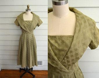 vintage 1950s 1960s Jonathan Logan dress / Large vintage dress / Medium vintage dress / brownish green short sleeve dress flower embroidery