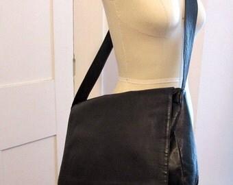 Black Leather Messanger Bag - Crossbody Bag - Italian Leather - Laptop Bag - Purse - Handbag - Zipper Pockets