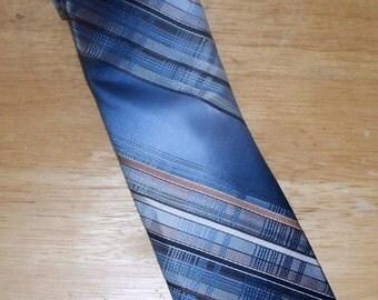 Vintage Oleg Cassini Men's Tie  - 100% Silk - By Surma